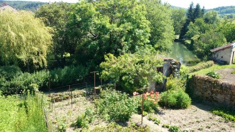 Arbois garden by the river